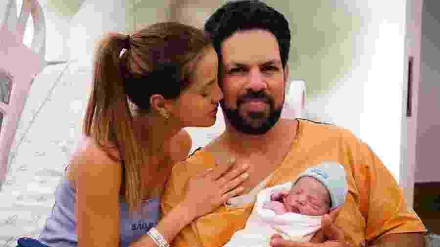 Biah Rodrigues e Sorocaba com o recém-nascido filho Theo - Thalita Castanha/CG Comunicação (divulgação)