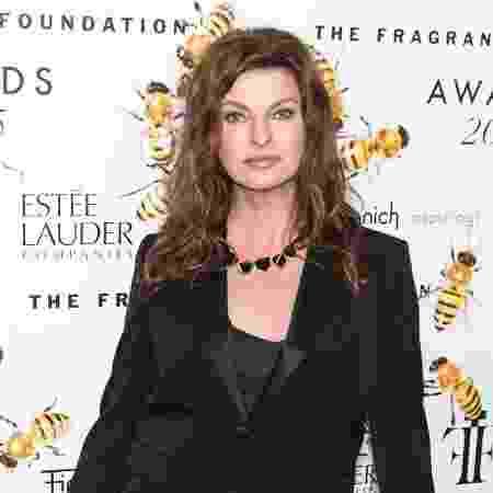 Linda Evangelista durante premiação em 2015 - Getty Images