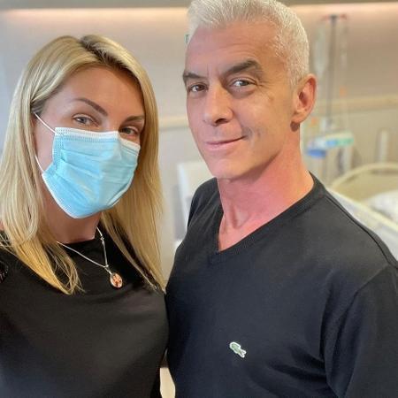 Ana Hickmann posa ao lado de Alexandre Correia, que luta contra câncer - Reprodução / Instagram