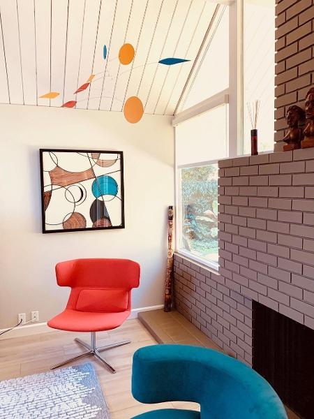 Móbile na sala de estar: peça do artista americano Mark Leary - Reprodução Instagram
