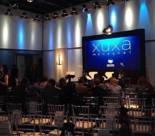 11.ago.2015 - Jornalistas se reúnem em coletiva de imprensa do programa