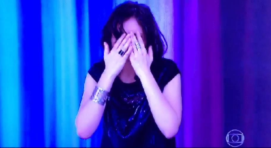 30.set.2015 - Monica Iozzi recebe um banho d'água