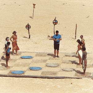 """Equipes """"Sol"""" e """"Lua"""" durante prova de """"No Limite"""" (2000) - Divulgação/Viva"""
