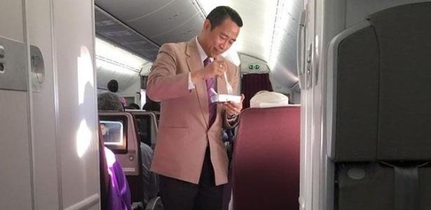 A cena foi registrada em um voo entre Bangcoc e Kuala Lumpur - Thomas Lim/Facebook