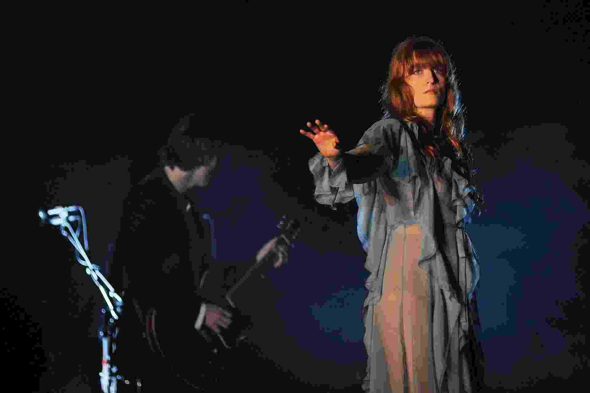 13.mar.2016 - O grupo Florence + the Machine se apresenta no palco Skol no segundo dia do Lollapalooza Brasil 2016 - Reinaldo Canato/UOL