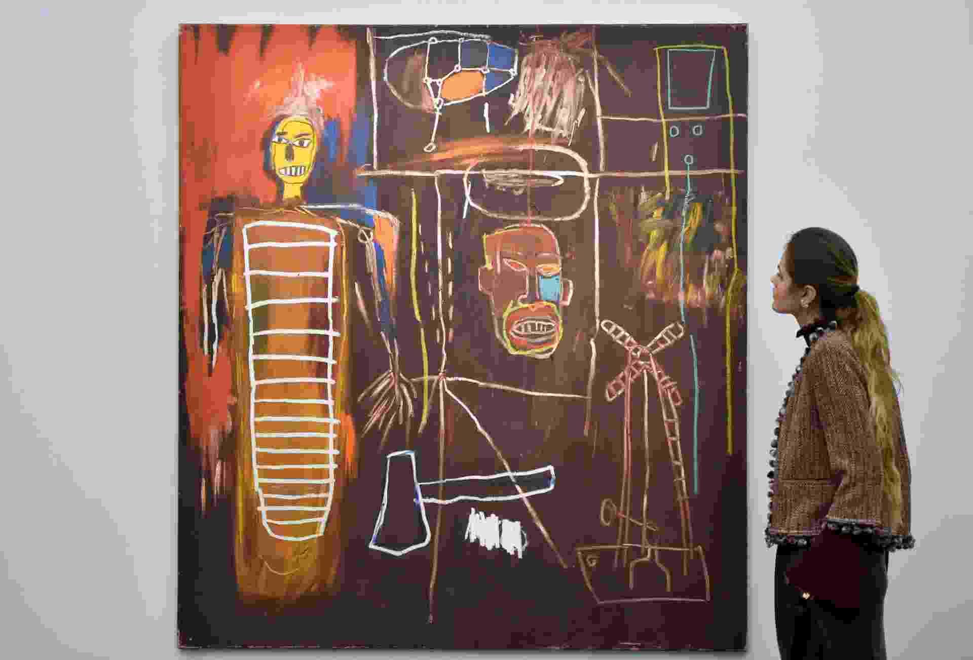 """A casa de leilões Sotheby's de Londres expõe até o dia 10 de novembro mais de 350 obras de arte da coleção privada do músico britânico David Bowie. Na imagem, a obra """"Air Power"""", de Jean-Michel Basquiat, estimada em 2,5 milhões de libras - Hannah McKay/Reuters"""
