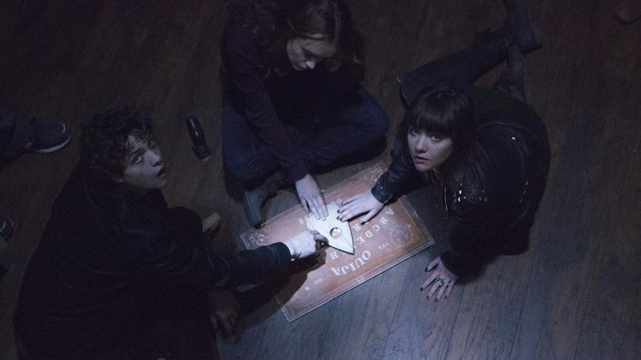 """Cena de """"Ouija: O Jogo dos Espíritos"""" (2014) - Divulgação"""