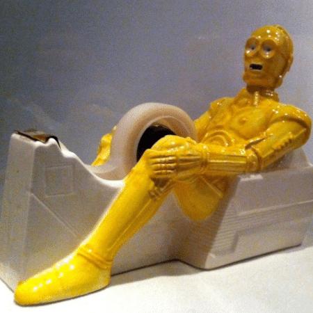 C-3PO como suporte para durex - Reprodução/Twitter