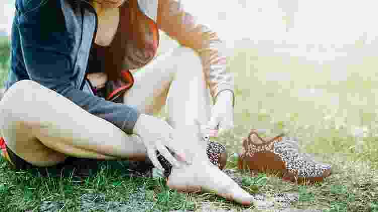 bolha no pé, creme, lesão, esporte - iStock - iStock