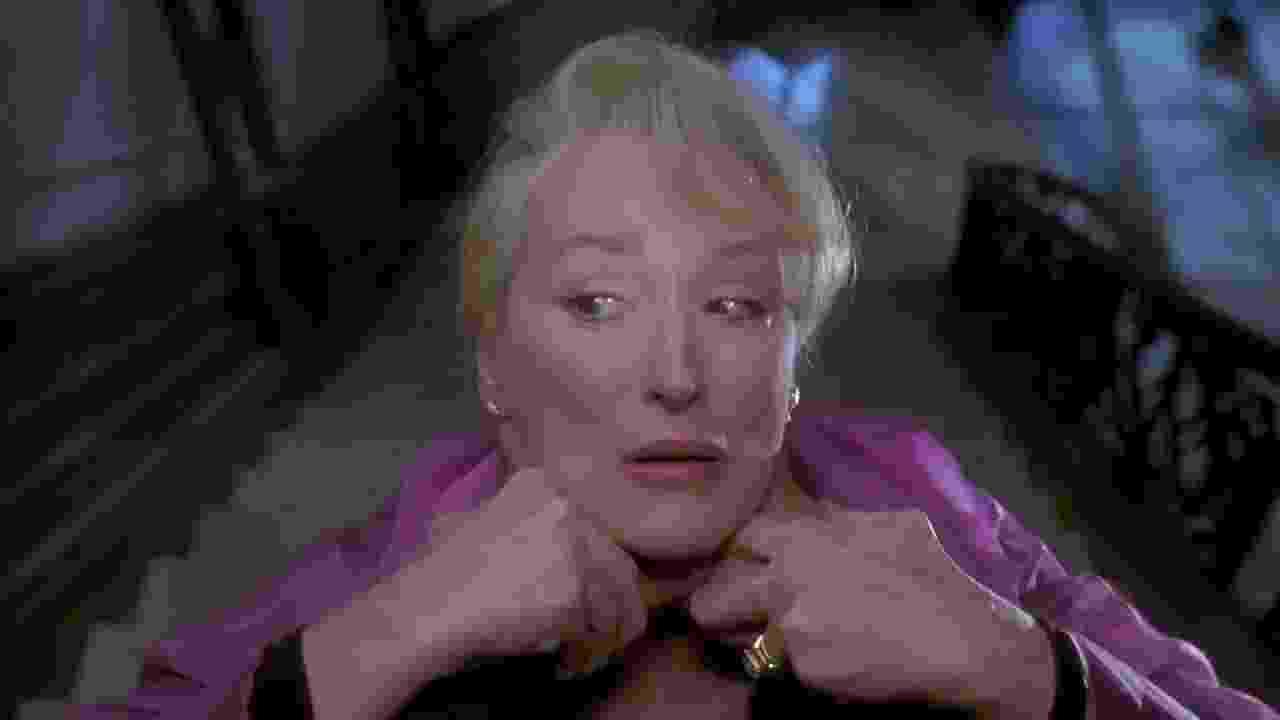 """Meryl Streep em cena de """"A Morte lhe Cai Bem"""" (1992) - Reprodução"""