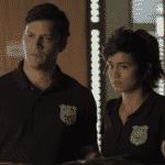 """Ionan (Armando Babaioff) e Maura (Nanda Costa) são policiais em """"Segundo Sol"""" - Reprodução/Globo"""