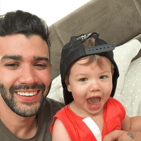 Gusttavo Lima com o filho mais velho, Gabriel - Reprodução/Instagram