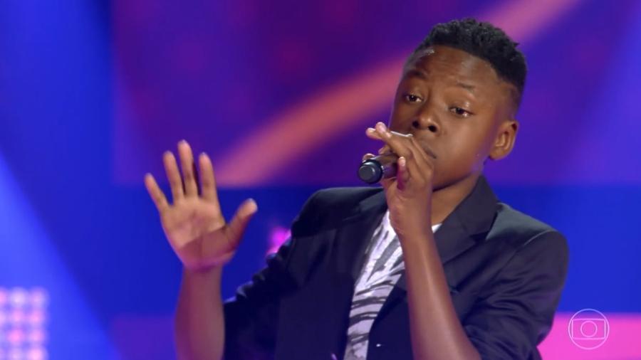"Luis Henrique Alves cantou ""Papel Machê"" no The Voice Kids - Reprodução/TV Globo"