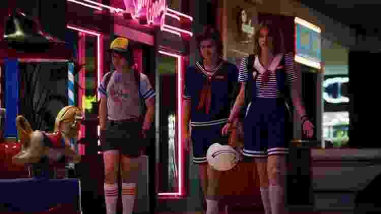 Dustin (Gaten Matarazzo), Steve (Joe Keery) e Robin (Maya Hawke) em cena da terceira temporada de Stranger Things - Divulgação - Divulgação