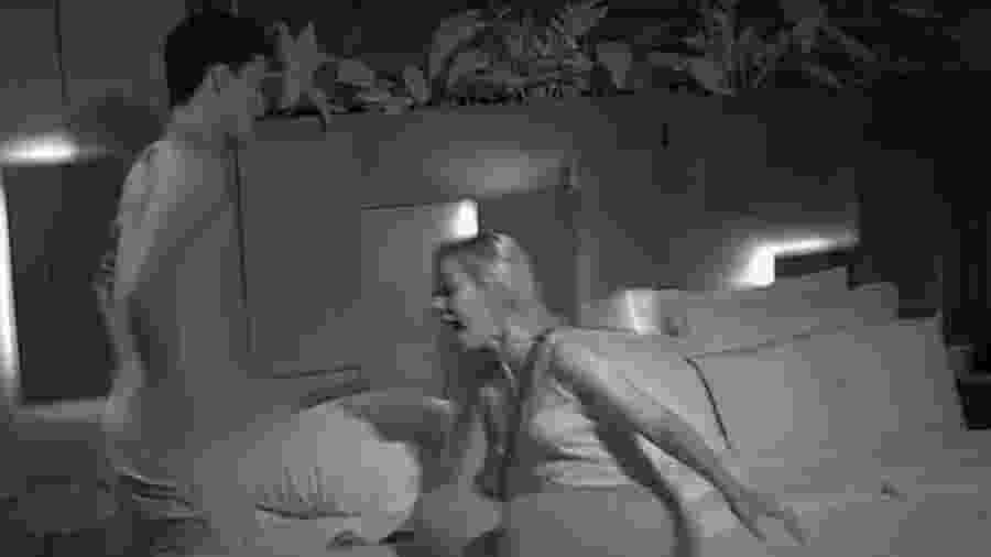 Mirela Janis grita ao ver Flávio Nakagima pelado - Reprodução/Instagram