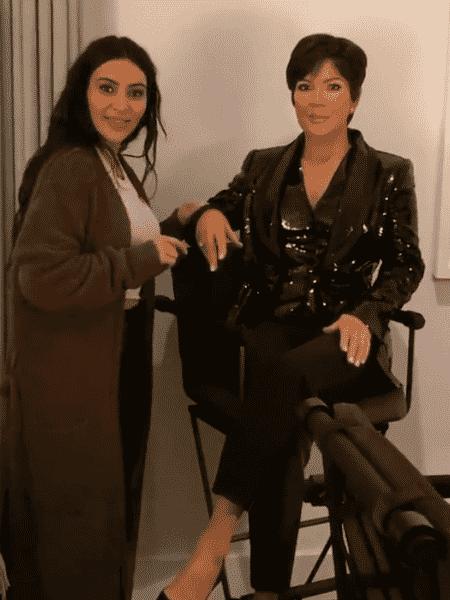 Kim Kardashian ao lado da estátua de cera da mãe, Kris Jenner - Reprodução/Instagram