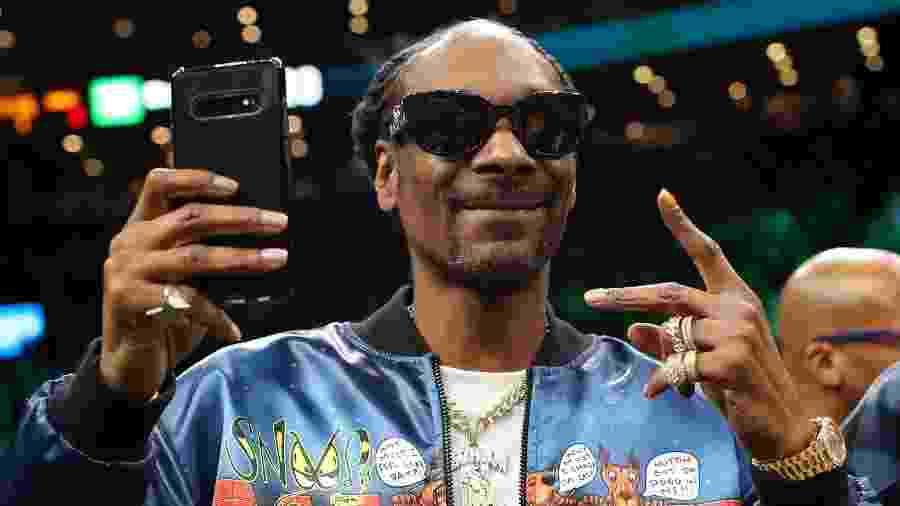 Snoop Dogg em jogo da NBA; rapper fez tatuagem para comemorar título do time do Los Angeles Lakers na NBA - Maddie Meyer/Getty Images/AFP