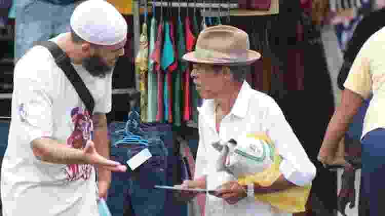 A ideia da turnê é explicar o Islã para pessoas comuns, usando folhetos e livros - Rafiq Aires