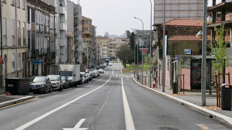 Avenida Fernão de Magalhães, em Itaquaquecetuba sem tráfego durante a pandemia - Lira Neto