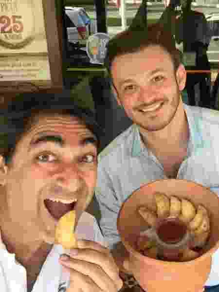 Com o chef Picuí, em Maceió, especializado em carne de sol - Arquivo pessoal  - Arquivo pessoal