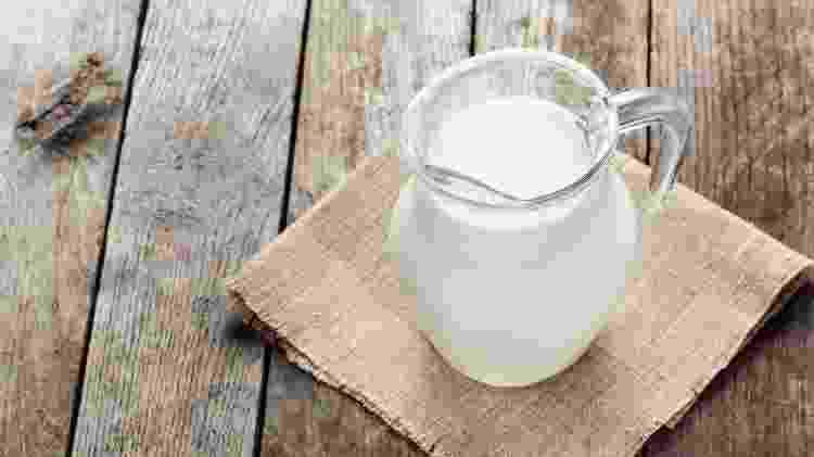 Solução de leite diluido em água ajuda na hidratação de cálcio - Getty Images/iStockphoto - Getty Images/iStockphoto