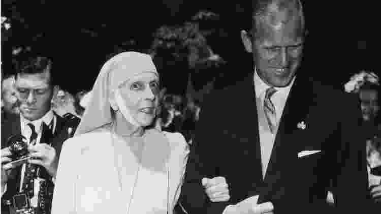 O duque de Edimburgo com sua mãe, a princesa Alice de Battenberg - Getty Images - Getty Images