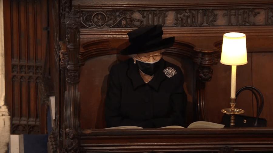 Rainha Elizabeth 2ª durante o funeral do príncipe Philip - Reprodução / Youtube