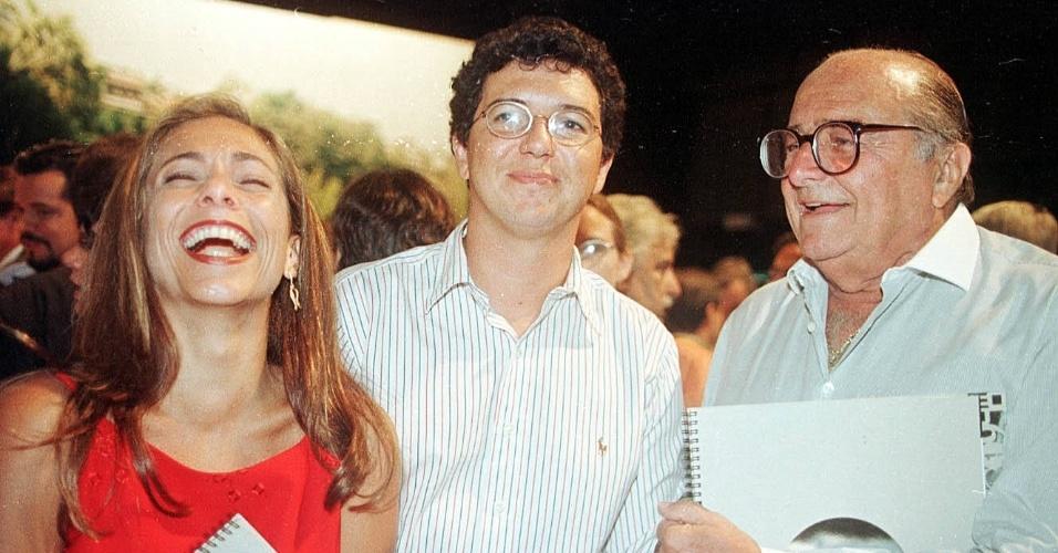 24.mar.1998 - Carlos Manga (à dir), com a atriz Cissa Guimarães e o diretor Boninho durante festa de lançamento da programação da Rede Globo de 1998
