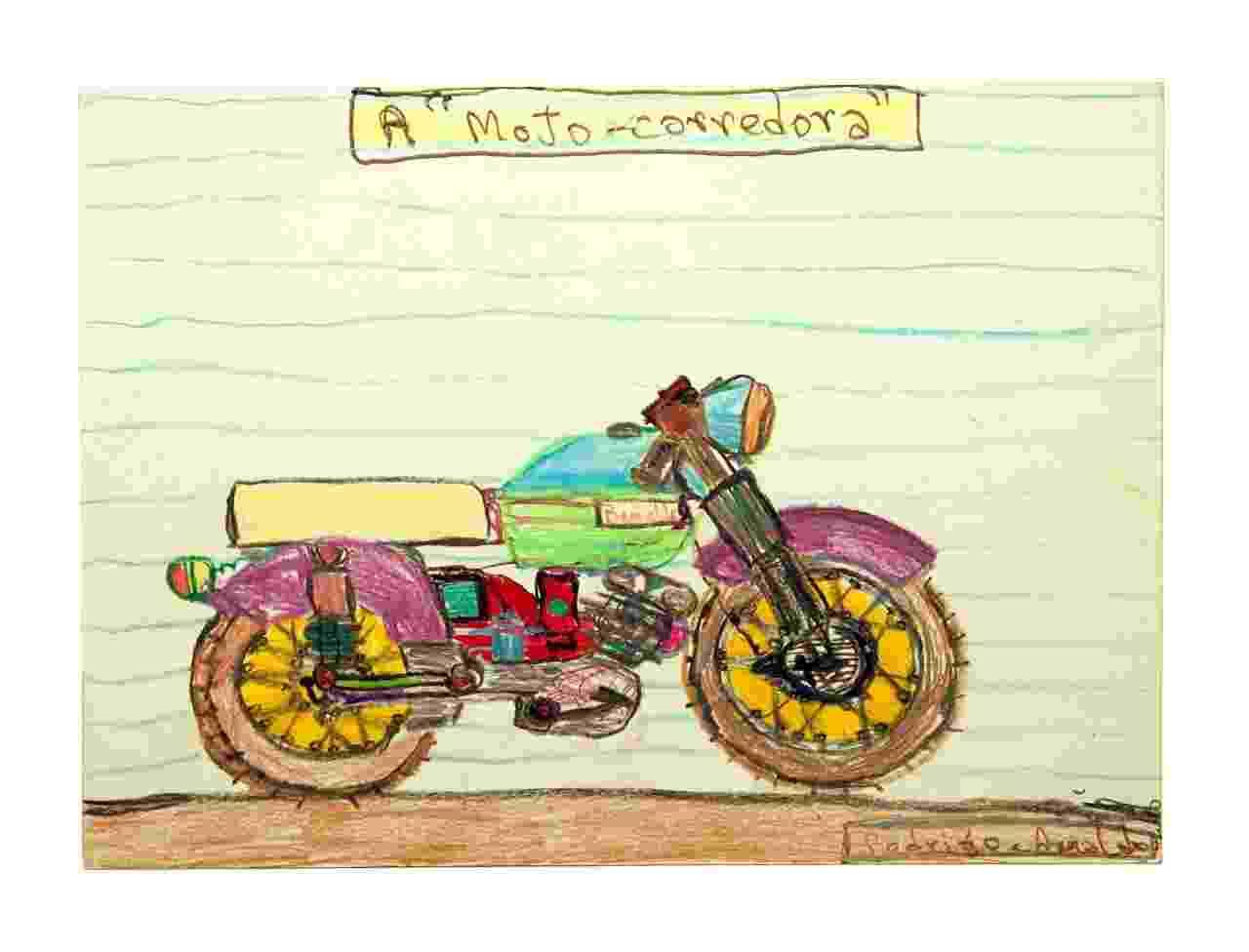 """A exposição individual """"Transmigração"""", de Arnaldo Dias Baptista, apresenta desenhos, pinturas, colagens e objetos pessoais como cadernos, jaquetas, camisetas e cartões-postais - Divulgação"""