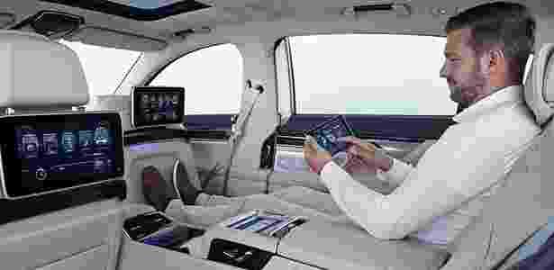 Tablet controla computador de bordo, ar-condicionado, luz, bancos e sistema de internet - Divulgação