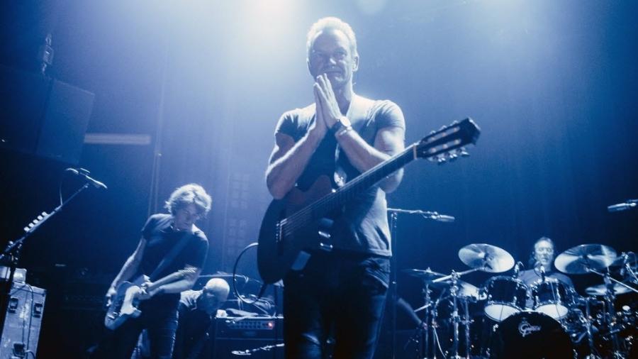 11.nov.2016 - O cantor inglês Sting se apresenta na reabertura do Bataclan, em Paris - Boris Allin/Hans Lucas/AFP Photo