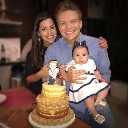 Michel Teló comemorou o aniversário com a mulher Thais Fersoza e a filha Melinda - Reprodução/Instagram/@micheltelo