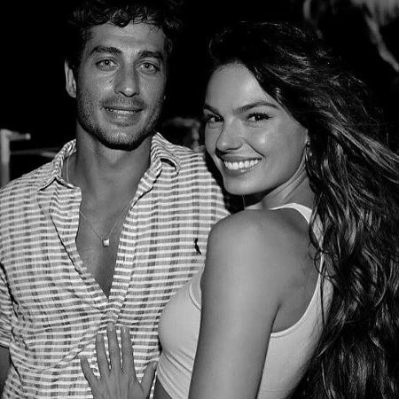 Isis Valverde posa com o namorado, André Resende - Reprodução/Instagram