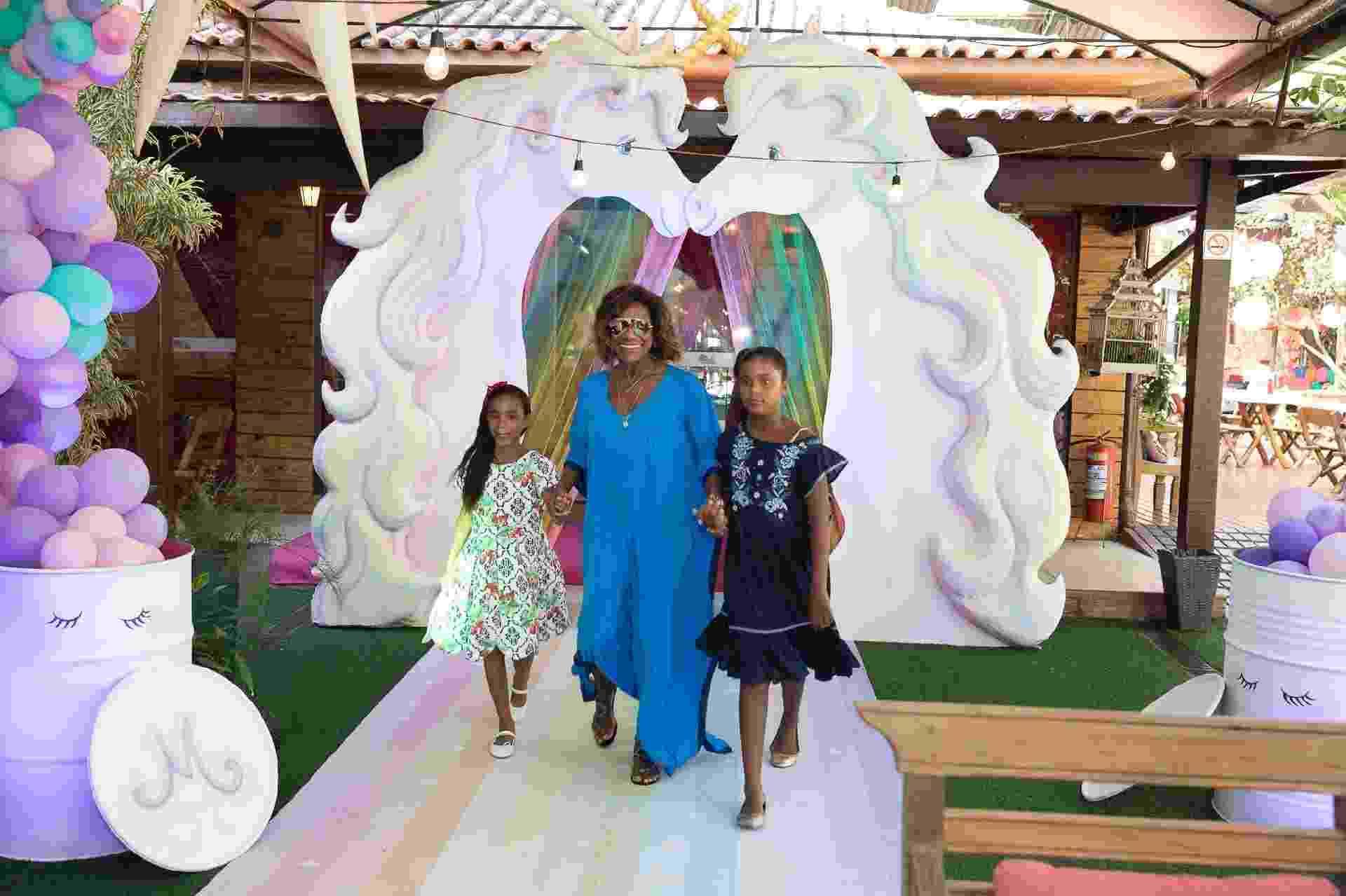 """Com o tema """"unicórnio"""", Glória Maria comemorou o aniversário das filhas, Maria e Laura. A festa ocorreu no Centro Cultural Goiabeira Coisa e Tal, na Barrinha, uma das mais charmosas casas de festas na zona oeste do Rio de Janeiro  - Felipe Panfili/Divulgação"""