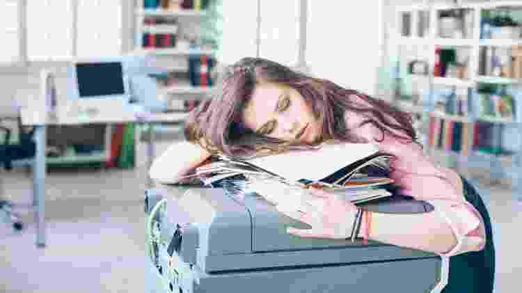 Uma postura correta pode ajudá-la a não sucumbir ao cansaço - Getty Images - Getty Images