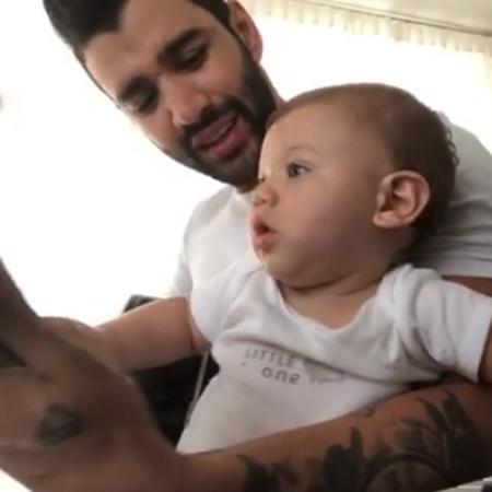 Gusttavo Lima canta em vídeo ao lado do filho - Reprodução/Instagram/gusttavolima