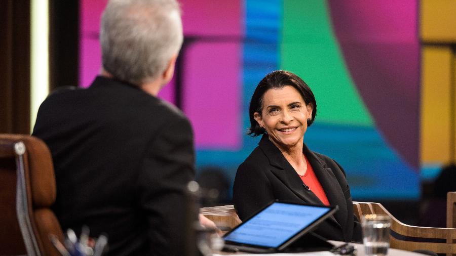A cantora Marina Lima é entrevista por Pedro Bial - Ramon Vasconcelos/Rede Globo