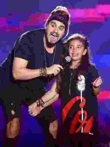 Luan Santana e garotinha cantam durante show do cantor - Manuela Scarpa/Brazil News - Manuela Scarpa/Brazil News