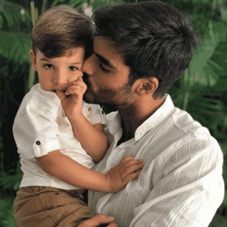 Anderson Tomazini com o filho - Reprodução/Instagram