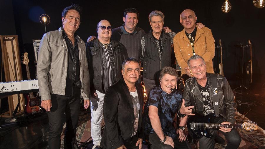 Roupa Nova com o apresentador Marcos Hummel e o repórter Michael Keller - Edu Moraes/Record TV