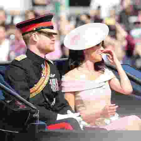 Príncipe Harry e Meghan Markle em desfile militar em homenagem à rainha - Getty Images