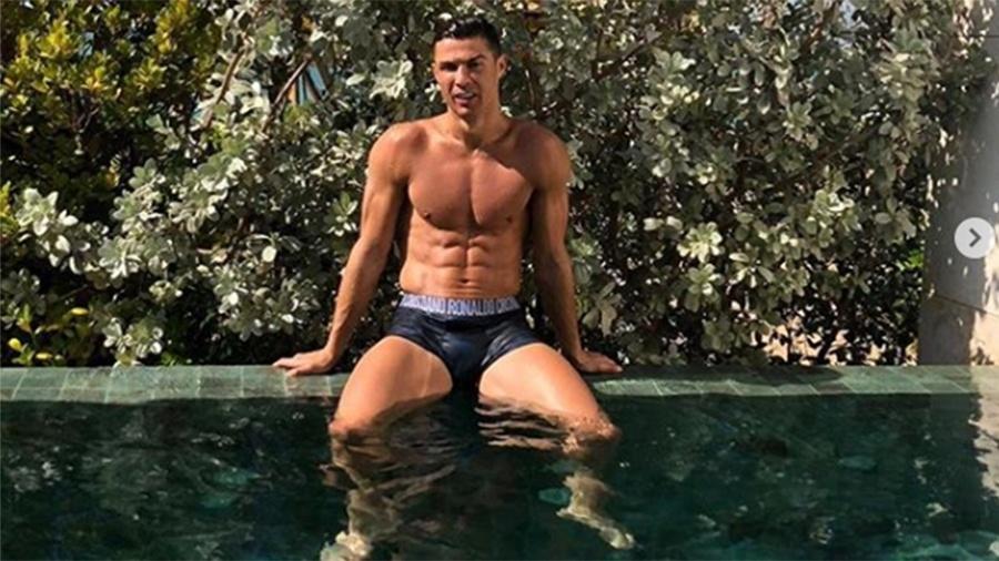 Cristiano Ronaldo mostra corpo em forma na piscina - Reprodução/Instagram
