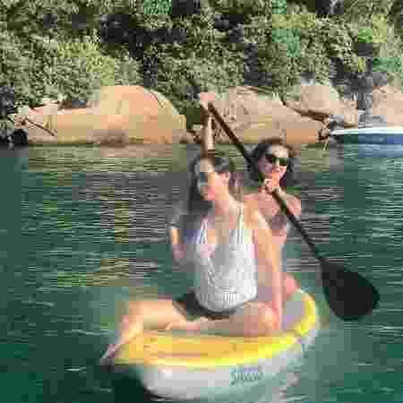 Tata passeia com Marina Moschen pelo mar de uma das ilhas de Angra dos Reis  - Reprodução/Instagram/@tatawerneck