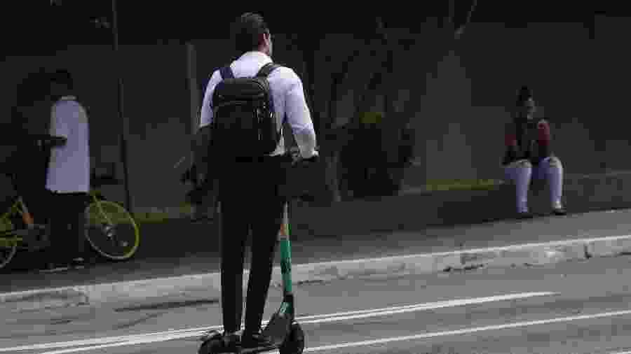 Usuário de patinete elétrico é visto transitando na Faria Lima - RENATO S. CERQUEIRA/FUTURA PRESS/FUTURA PRESS/ESTADÃO CONTEÚDO