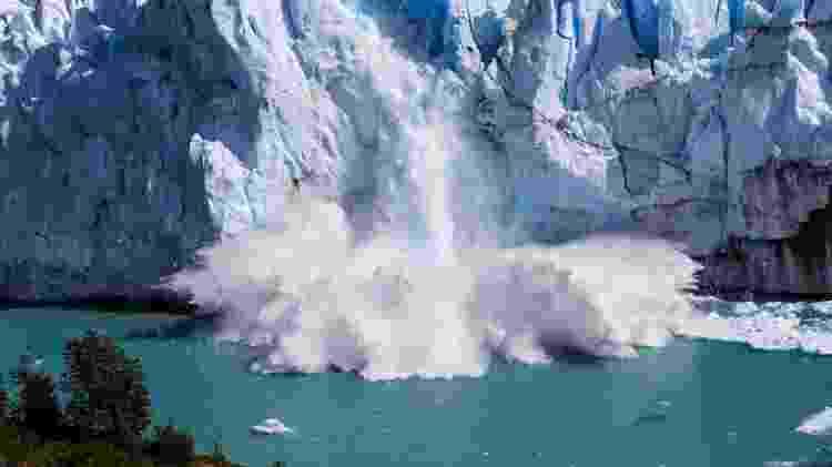 Gelo caindo em Perito Moreno, em El Calafate, na Patagônia Argentina - iStock