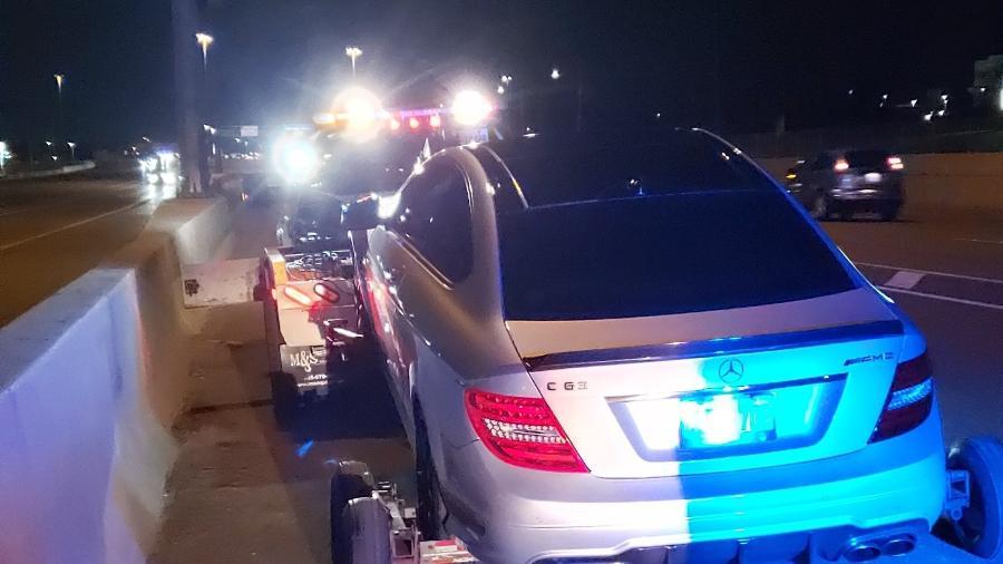 Mercedes-Benz C63 AMG Coupe é guinchada por polícia canadense - Divulgação