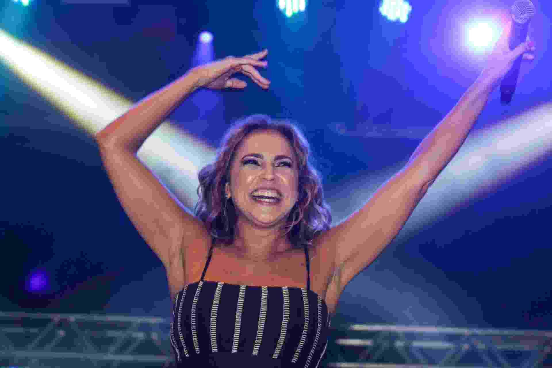20.jun.2015 - Cantora Daniela Mercury se apresenta no palco Júlio Prestes da Virada Cultural 2015, no centro da cidade de São Paulo, na noite deste sábado (20) - Marcos Moraes/Folhapress