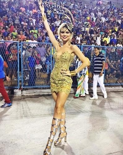 A atriz Julianne Trevisol estreia na passarela do samba como musa da Grande Rio