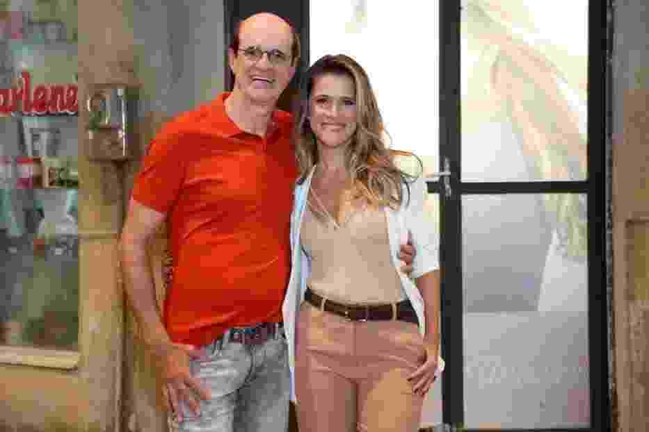 """30.mar.2016 - Marcos Caruso e Ingrid Guimarães no lançamento da segunda temporada da série """"Chapa Quente"""" - Roberto Filho /Brazil News"""