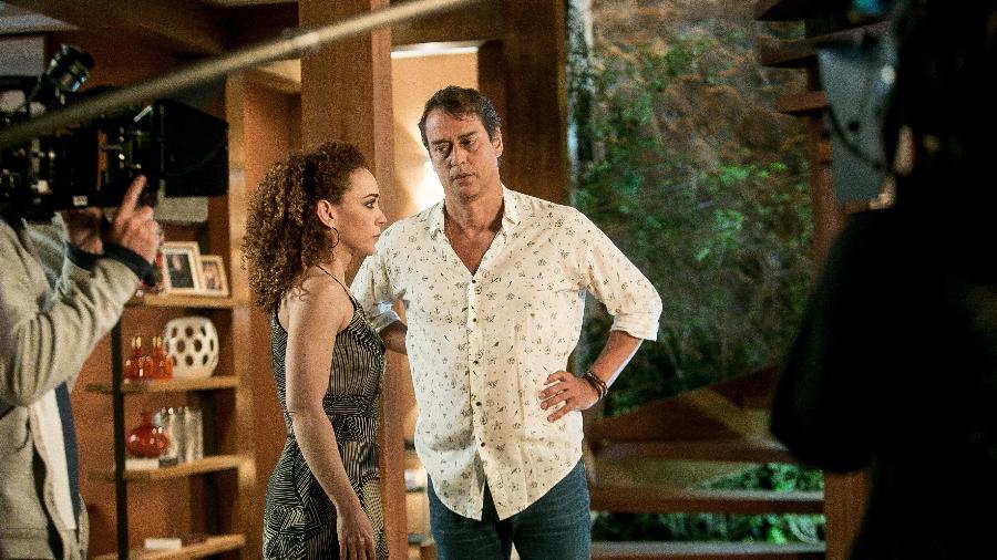 """Laila (Laila Garin) e Jorginho (Marcello Antony) contracenam na novela """"Rock Story"""" - Raquel Cunha/Divulgação/TV Globo"""